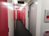 1階エレベーター付近の館内廊下 境南町店|トランクルーム東京