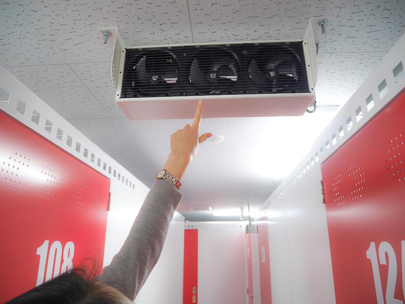 トランクルーム館内の安全を保つ複数の監視カメラ