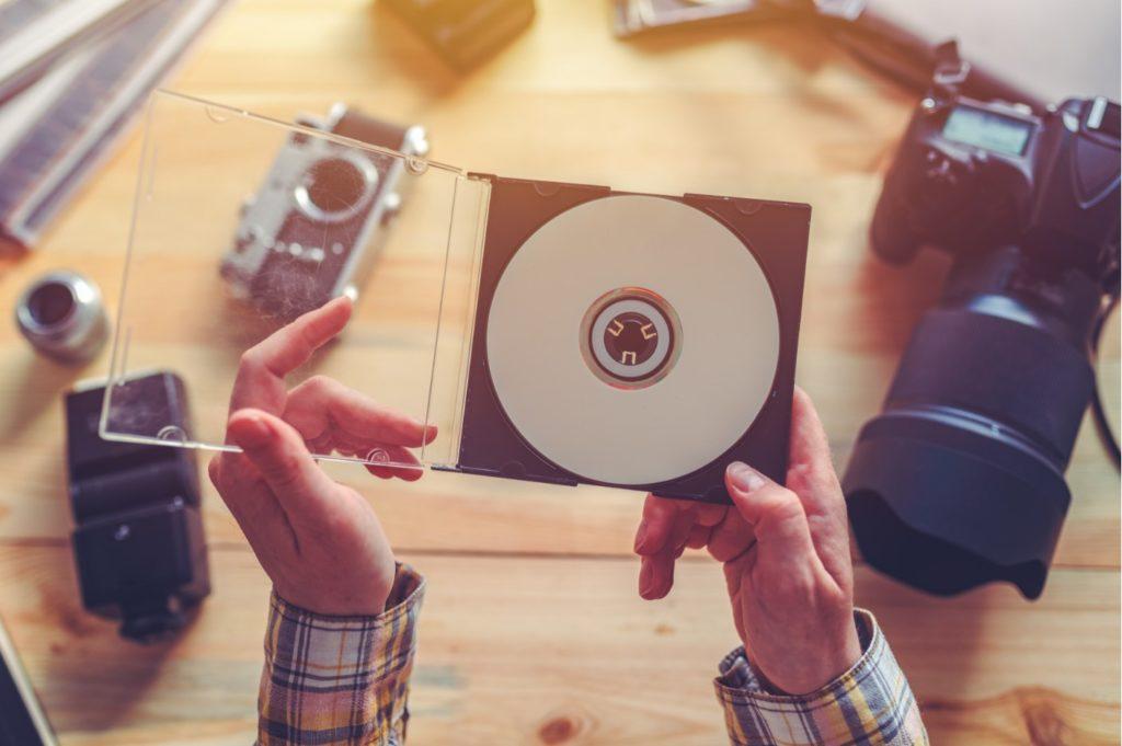 DVDを断捨離する基準は?迷ったときのポイントや捨てる方法をご紹介